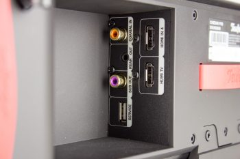 1x HDMI, 1x HDMI (für ARC), digital coaxial, 3,5mm Klinke für Rear-Lautsprecher, Cinch für Subwoofer, USB